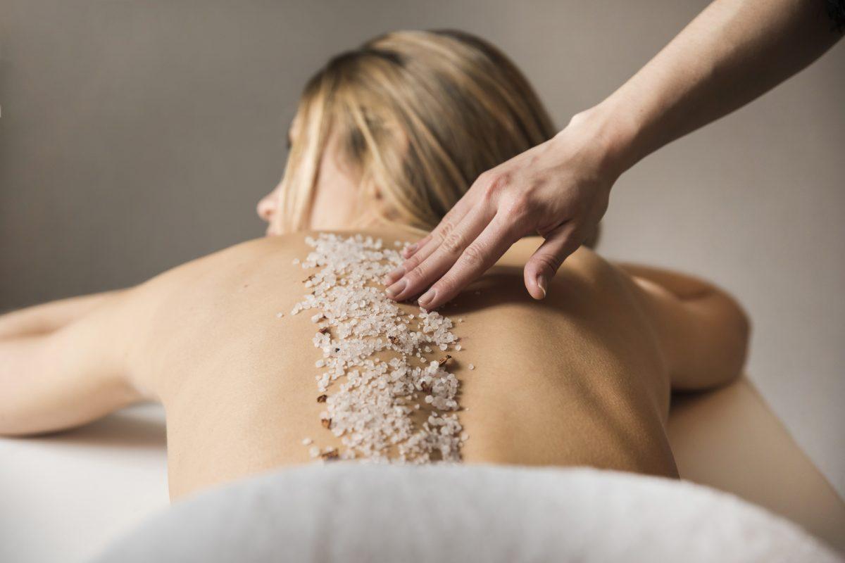 esfoliação corporal com areias