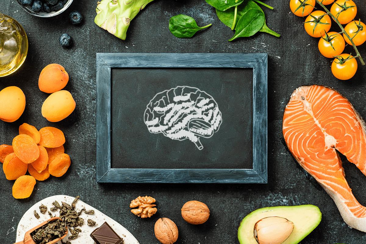 varios alimentos bons para o cerebro